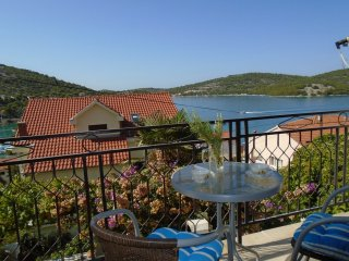 Amazing Seaview Apartment Tisno For 9 TP53A2