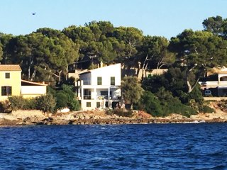 Stunning house on top of the sea, Mal Pas