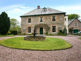 POACHER, shared use of swimming pool and tennis court, pet-friendly, Holsworthy, Ref 935885