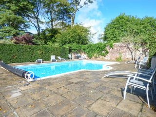 THE MEWS, pet-friendly, shared swimming pool and tennis court, courtyard
