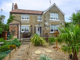 CROFT COTTAGE, detached stone cottage, with WiFi and enclosed garden, in Pickering, Ref 936541