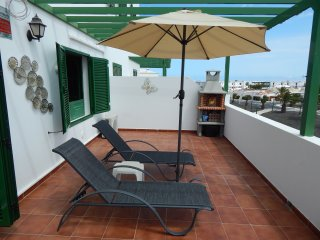 CASA SOL, AIR CON, large apartment with WIFI, Costa Teguise