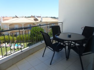 Lovely one bed apartment with pool view & wifI