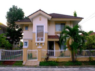 House near Tagaytay and EK, Santa Rosa