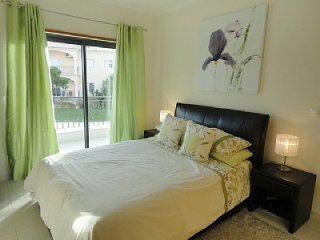 One bed ground floor /wifi 800m from the beach