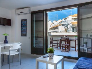 HELEN - Large terrace by the beach, Sitges