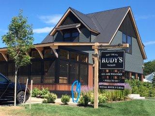 WILLARD BEACH:  Stunning newly RENOVATED HOUSE!   4 Mins to DT Portland.