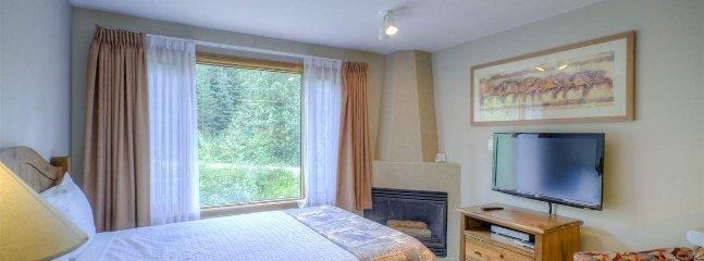 The studio has a large, comfy bed and flatscreen TV