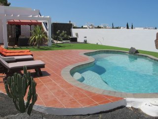 Beautiful Villa Jardin in Playa Blanca, with private pool