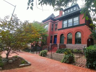 Historic | Tourist Haven | Huge Yard PARKING | Nightly/Long Term |(6th & A #1)
