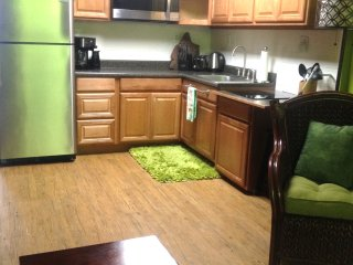 Full Size In Small Space, Full Kitchen, LOOK AT IT, Kailua-Kona