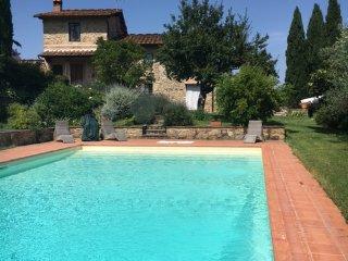 appartamento in casa colonica con piscina privata