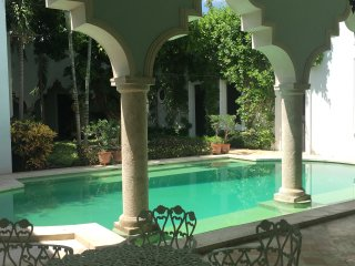Villa Los Arcos, Mérida