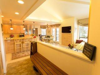 Mountainside Luxury Girdwood Condo w/ Sauna & View