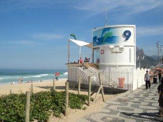 I310 - RIO DE JANEIRO - IPANEMA beach  UP TO 6 PEOPLE