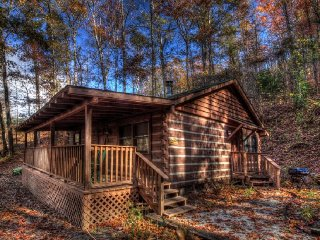 Honeymoon Hideaway ~ RA90014, Bryson City