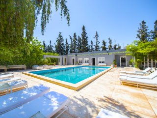Private fully staffed Villa with Pool and privacy