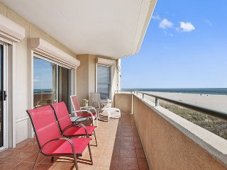 DeSoto Beach Club Unit 210 - Ocean Front - Swimming Pool - FREE Wi-Fi