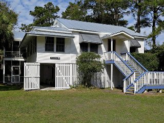 #1111 2nd Avenue - Classic Tybee Beach House - FREE Wi-Fi
