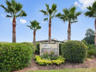 Lighthouse Point Beach Club - Unit 26A - Swimming Pools - Tennis Courts - FREE Wi-Fi, Tybee Island