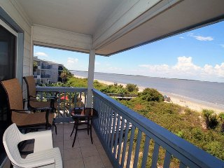 Savannah Beach and Racquet Club Condos - Unit B308 - Panoramic Water Views - Swimming Pool - Tennis - FREE Wi-Fi, Tybee Island