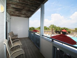 Savannah Beach & Racquet Club Condos - Unit C103 - Water Front - Swimming Pool - Tennis - FREE Wi-Fi, Tybee Island