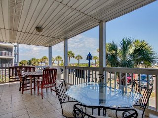 Dolphin Watch Condominiums - Unit 1 - Ocean Front - FREE Wi-Fi, Tybee Island