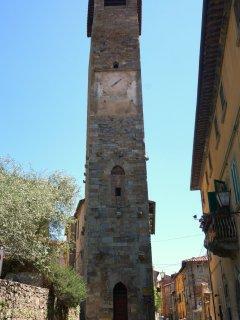 Al mattino affacciandovi troverte..la Torre dell'Orologio! Entrata -  Via Lante.