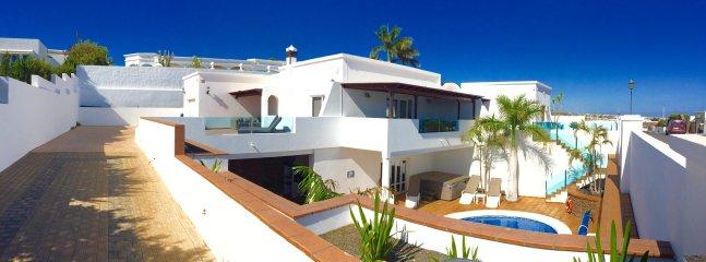 Villa Jole. ett lyxigt 4 sovrum 5 badrum villa i det vackra området Puerto Calero