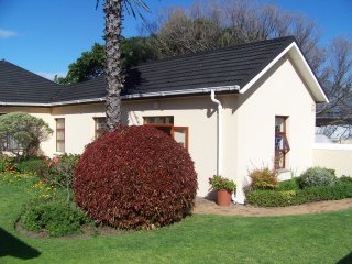 Cottage close to beach, golf courses & mountains, Strand