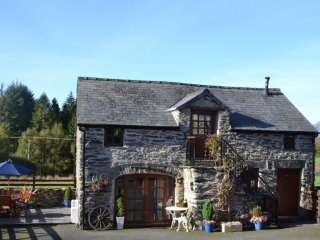 THE OLD COACH HOUSE, Luxury Cottage Betws-y-Coed, Snowdonia Wi-Fi, sleeps 2-4