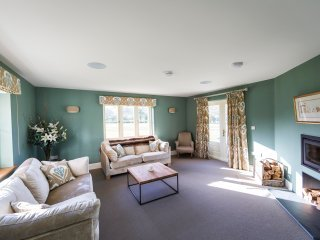 Sleeps 11, 5* Gold, M1, Luxury, High Quality, House with shared Games room