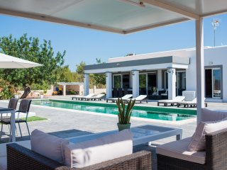 Brand new luxury villa with a stunning pool, San Rafael