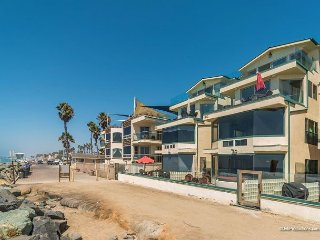 New oceanfront 11br/11ba home on the sand w/ rooftop deck, spa, A/C Equipped, Oceanside