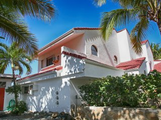 Salty Sway 2:Private beach & Amazing views! 2 bed/ 2bath house!