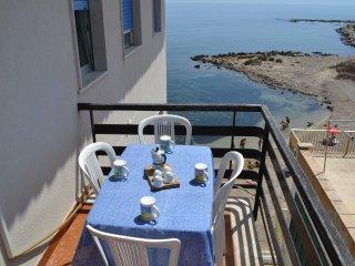 balcone sulla spiaggetta della marinella