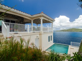 Ideal for Couples & Families, Stunning Ocean Views, Short Drive to Magen's Bay