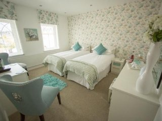 Queen bee and b - The Laura Ashley Twin Rm, Merthyr Tydfil