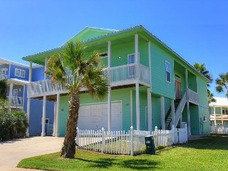 Great home located in a wonderful community in Royal Sands on Mustang Island!