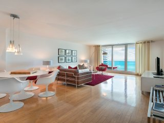 STUNNING DIRECT OCEAN CORNER CONDO ON SOUTH BEACH, Miami Beach