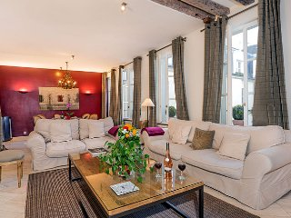 Spacious Luxury Two Bedroom in the Heart of St. Germain - ID# 329, París