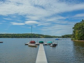 Spacious Chalet in Quiet Cove Location, Swanton