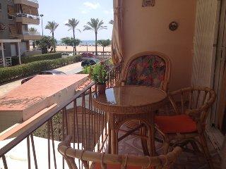 Casa con jardín y barbacoa a 20m del mar, Segur de Calafell