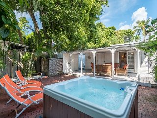 Hemingway's View- KW Home In Great Location Decked Viranda and Hot Tub, Key West