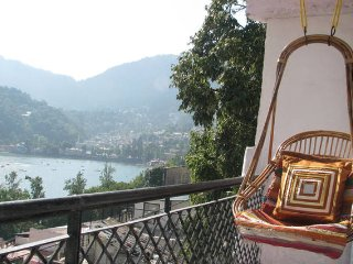 Walking distance from Naini Lake-Kitchen,Free WiFi, Nainital