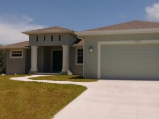New Luxury Casual Contemporary 5 Min to Gulf Bch, Englewood