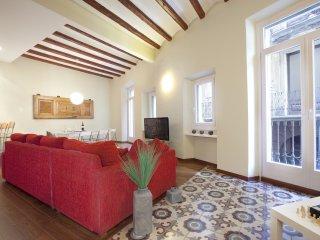 Enjoybcn Apartments- Quiet, comfortable on Las Ramblas. Top for groups, Barcelona