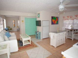 1 Bed ,Full Kitchen, Mini Split Air, Upstairs, Waterview, Beach, Marina, Apt #4