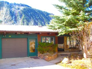 Lovely 6 Bedroom House in East Aspen with River Views Near Free Shuttle Stop