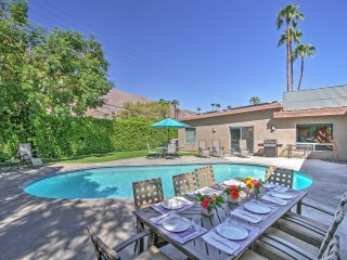 10% off special when you book in December! Lavish 4BR/4.5BA Palm Springs Home w/Private Pool!